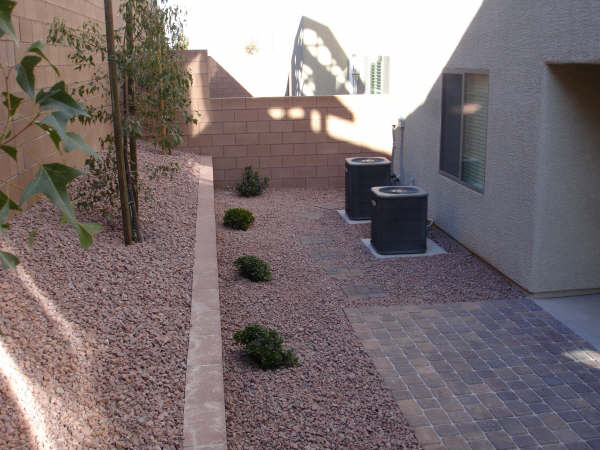 Retaining wall with rocks